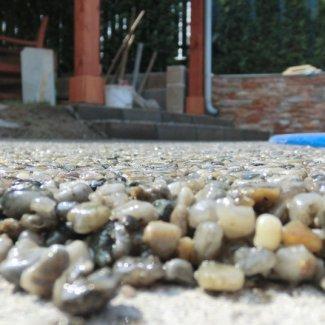 27f3291a36a Kamenný koberec PIEDRA nabízíme ve více jak stovkách barevných variant a  velikostech oblázků. Na trhu není žádný jiný takto univerzální finální  povrch